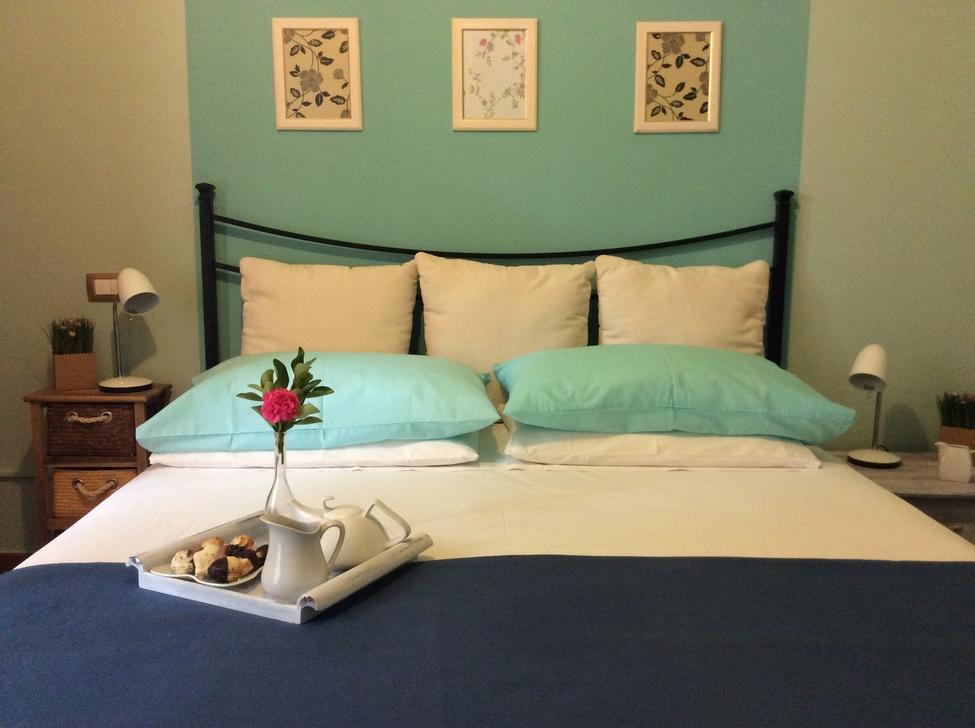 camera matrimoniale e letto singolo azzurra – Sweet Home B&B - Bed ...
