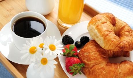 hotel-breakfast_shutterstock_12642244 (1)
